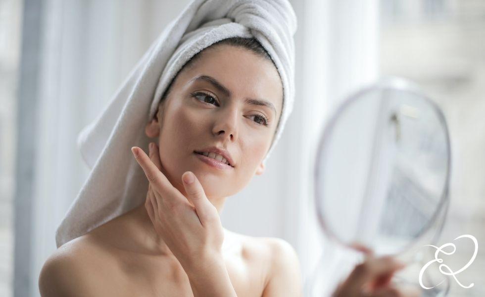 Skincare routine per pelle secca e acne