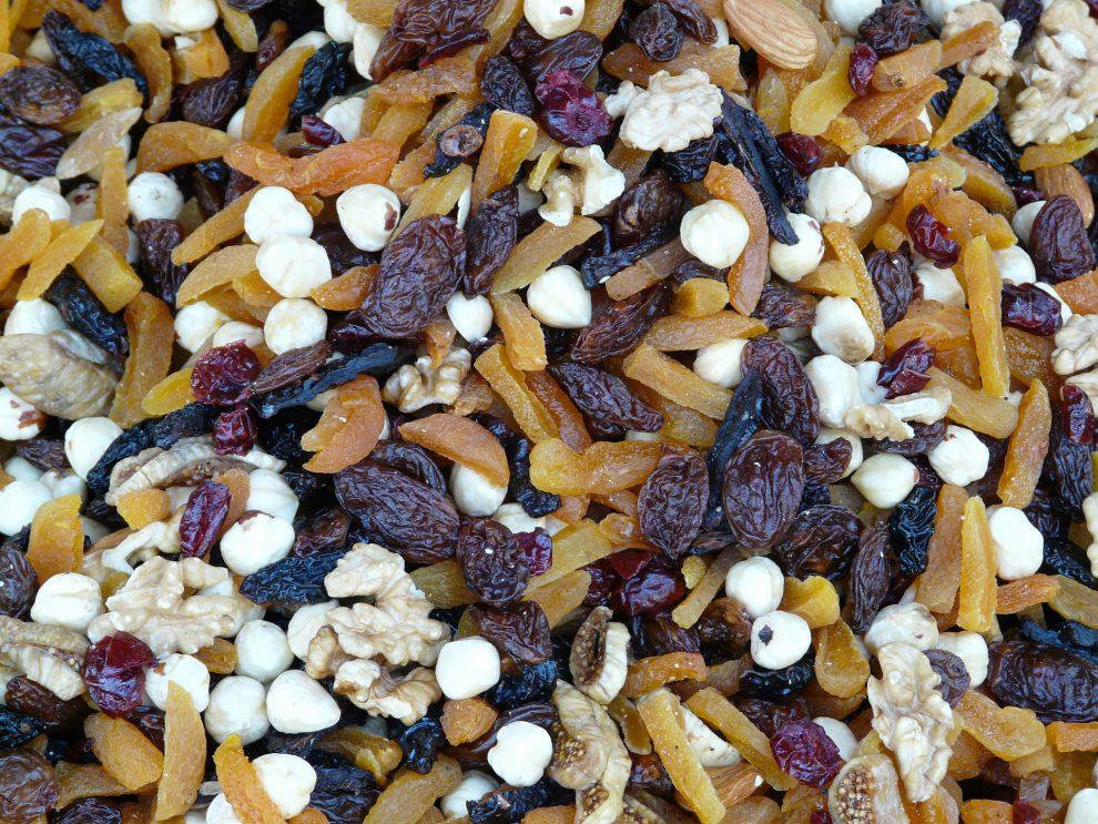 Benefici della frutta disidratata uva passa e fichi secchi