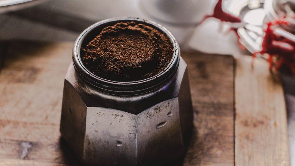 Scrub corpo con i fondi di caffè